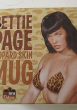 Bettie Page mugg i box